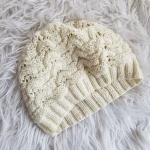🎁FREE W/PURCHASE F21 loose knit hat